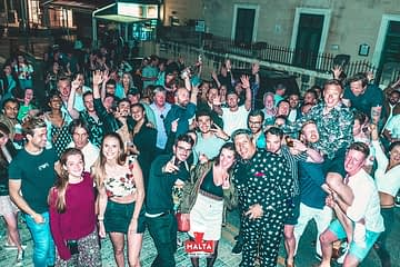 How Can I Find the Perfect Pub Crawl Team in Malta?